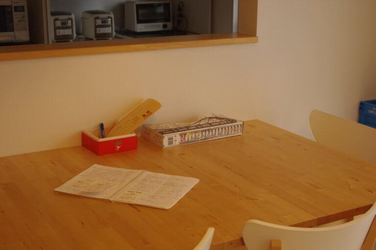 なにかあったときの連絡帳が常にダイニングテーブルにおいてある