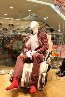 Bicqlo selling massage chair together with clothes