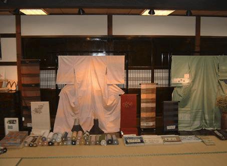 Products of present-day Yonezawa-ori (silk cloth)