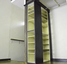 Adjustable shelves in the closet