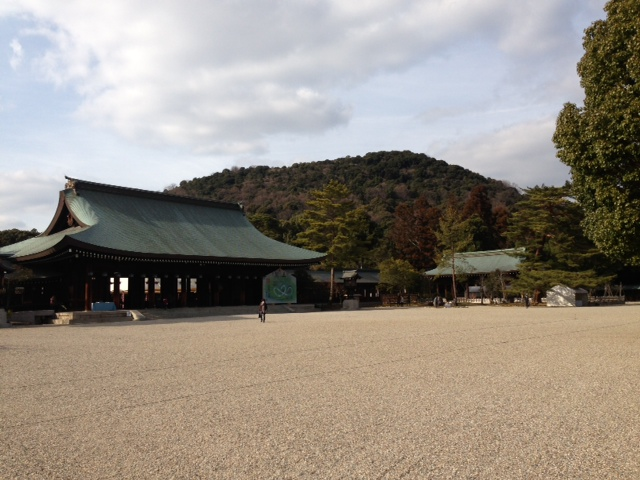 Kashihara Jingu (shrine) in Nara Prefecture was built in 1889 to enshrine Emperor Jimmu at the site where the Emperor is said to have acceded to the throne.