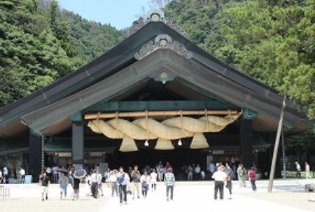 Izumo Taisha and its gigantic shimenawa[1]