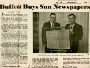 バフェットがサン・ニュースペーパーを買収することになったと報じる記事。写真は当時のバフェット(左)とリプシー。(1968年12月5日発行の『オマハ・サン』の紙面)