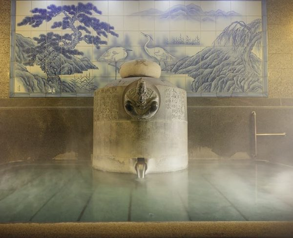 Dogo-onsen is the oldest hot spring (hot spa) spot in Japan with more than 3,000 years of history.